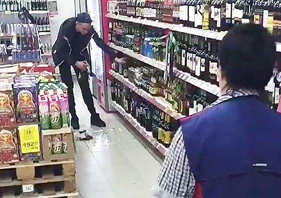 посетитель разбил товар в магазине обязан ли за него платить
