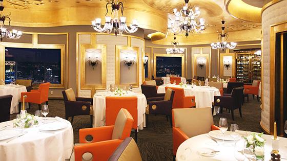зал ресторана готов принимать гостей